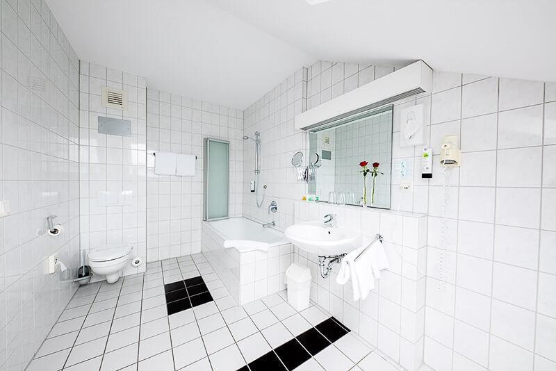 Das Badezimmer der Suite